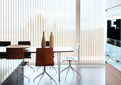 Diseño moderno muy funcional en sus diferentes recogidas, creando comodidad y amplitud en la estética de tu hogar
